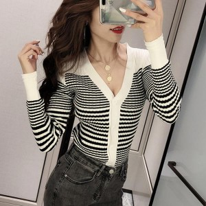Striped V-neck Body-fitted Winter Women Sweaters - White