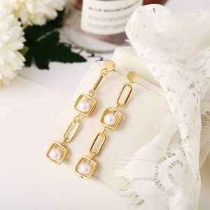 Gold Plated Chain Pearl Decorative Earrings