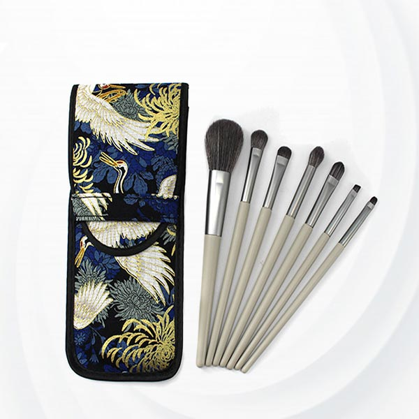 Wooden Handle Seven Piece of Makeup Brushes