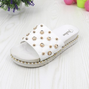 Pearl Floral Casual Soft Rubber Sole Female Sandals - White